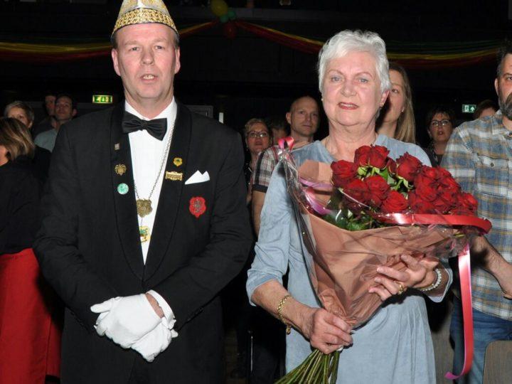 24 rozen voor Diny Welten